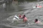 U Šavranu spontano okupljanje i plivanje za Časni krst