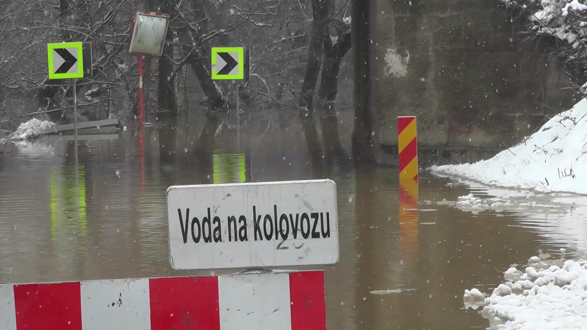 Zbog izlivanja Južne Morave zatvoren put Kruševac – Niš kod Đunisa