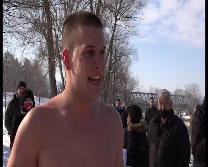 Plivanje za Časni Bogojavljenski krst u Trsteniku