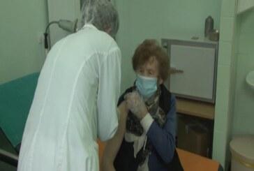 Masovna vakcinacija i davanje druge doze vakcine u Domu zdravlja u Brusu