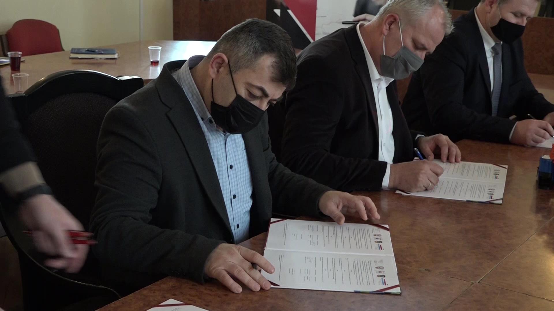 Predstavnici opština Varvarin, Aleksinac i Medveđa potpisali saDržavnim sekretarijatomza ekonomske posloveŠvajcarske Memorandum o saradnji