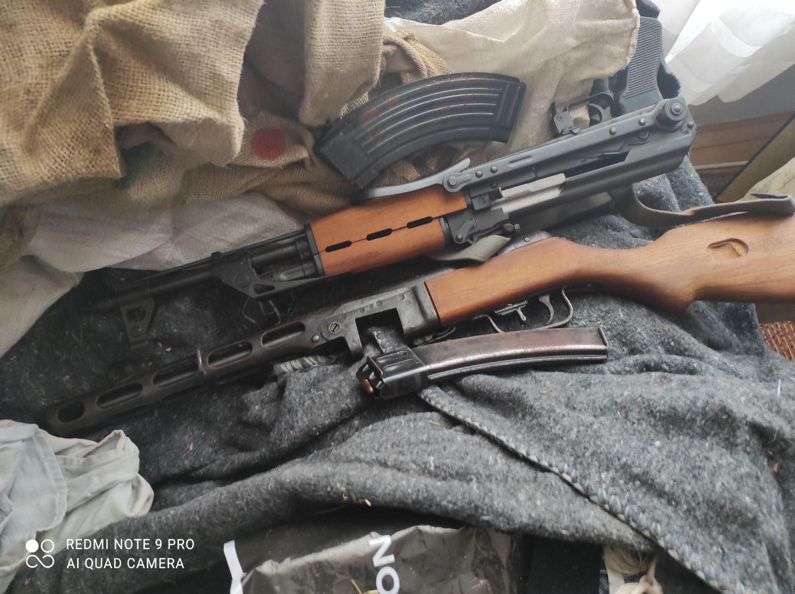 Policija pronašla oružje i marihuanu u porodičnoj kući u okolini Kruševca