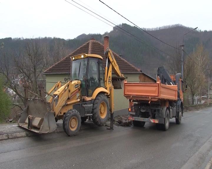 Radovi na rekonstrukciji kolovoza i mosta u Brusu, dela regionalnog puta prema Kopaoniku i prilazi lokalnim putevima