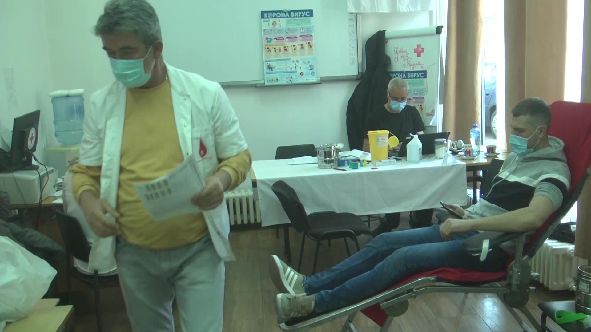 """U Crvenom krstu akcija dobrovoljnog davanja krvi u organizaciji Udruženja """"Majka Jevrosima"""" Foruma žena SPS-a"""