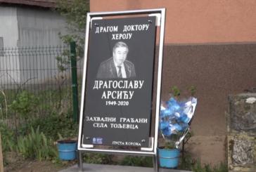 Spomen-ploča u čast doktoru Dragoslavu Arsiću