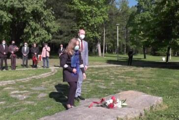 Povodom Dana pobede nad fašizmom u Drugom svetskom ratu položeno cveće na  Slobodištu i na Spomenik crvenoarmejcima na Rasini