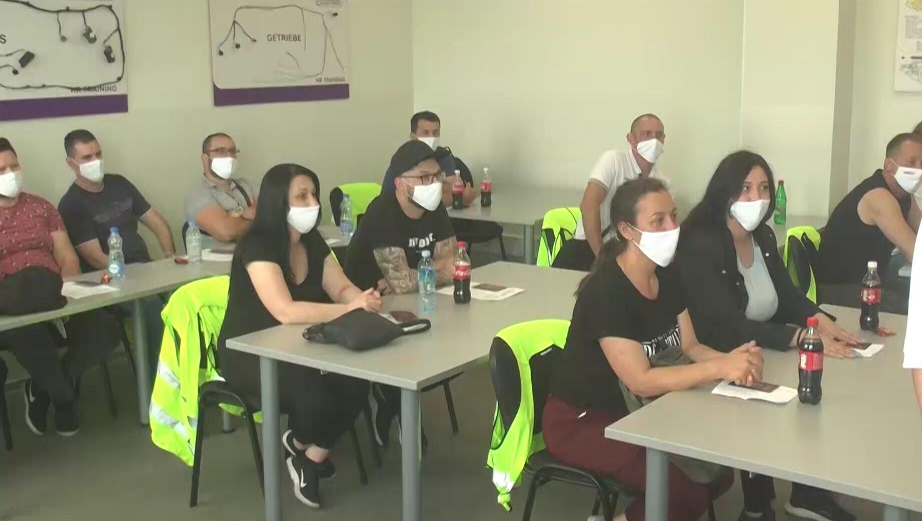 U Kruševcu se vakcinisalo sto zaposlenih iz sestrinske firme kompanije Kromberg i Šubert u Bitolju