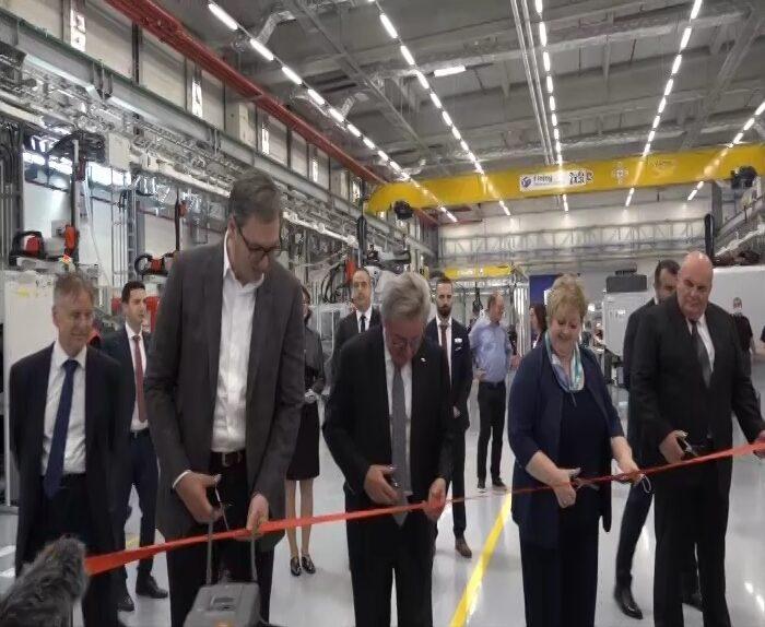 """Predsednik  Srbije Aleksandar Vučićotvorio novi pogon fabrike """"Fischer Automotive"""" u Jagodini"""