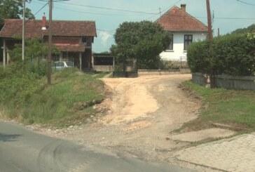 U Kukljinu u toku sanacija neasfaltiranih ulica koje su pretprele štetu tokom nedavnih obimnih padavina