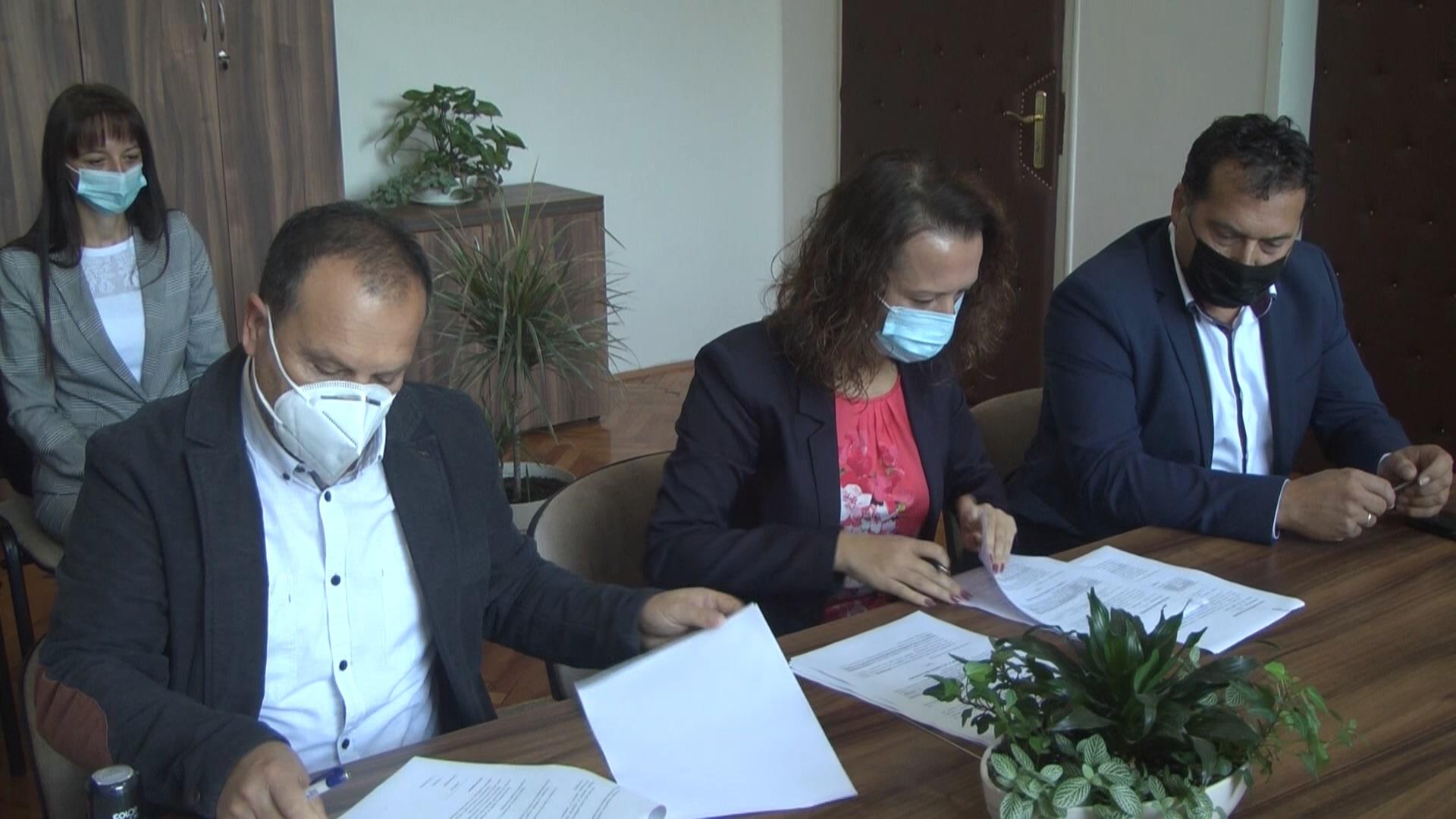U Hemijsko – tehnološkoj školi potpisani ugovorio dualnom obrazovanju sa tri kruševačke kompanije