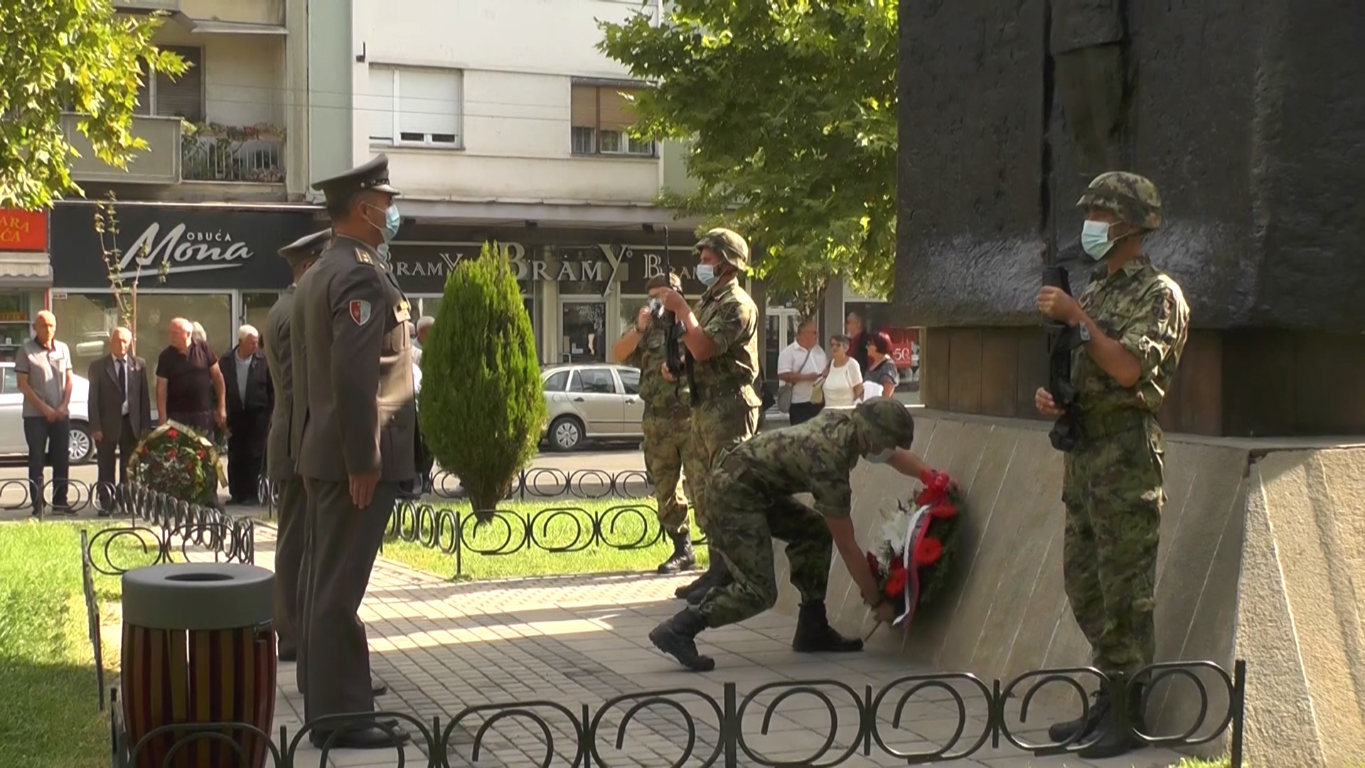 Povodom Dana srpskog jedinstva, slobode i nacionalne zastave – na više mesta u gradu položeni venci