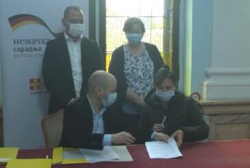 U Gradskoj upravi potpisani ugovori za dodelu plastenika koji finansira nemačko Ministarstvo spoljnih poslova