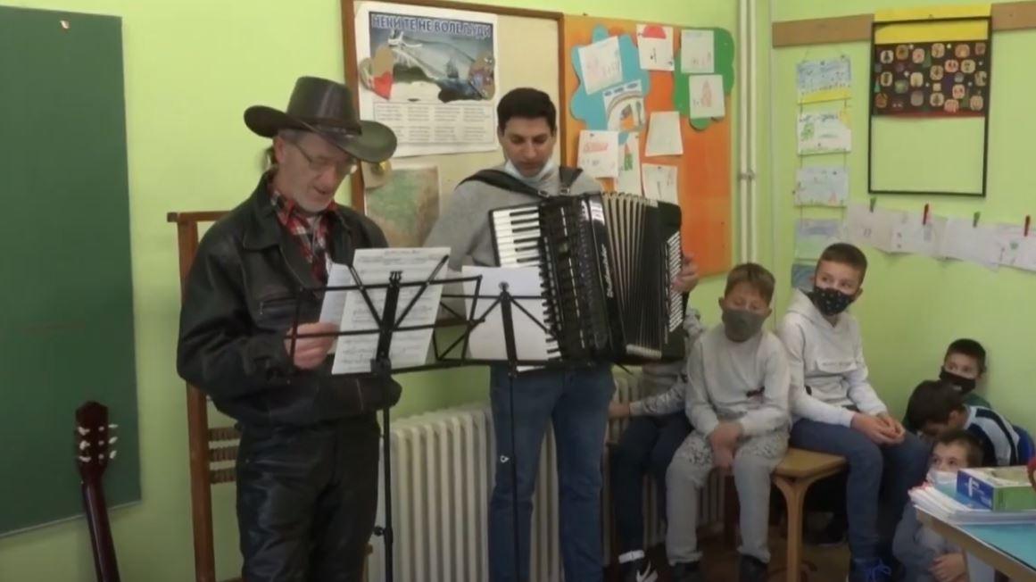 "Književno likovna manifestacija ""Prva knjiga za djaka prvaka"" u Grabovcu"